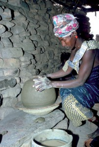 Dogon potter at Niogono. Photo APA