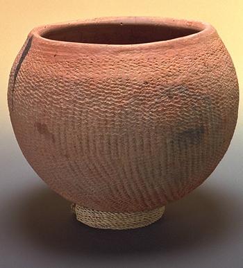 Water jar, Dogon tradition A. Photo J.-G. Elia