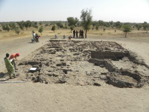 Structures en briques de terre crue de la phase III (12e-13e siècle AD)