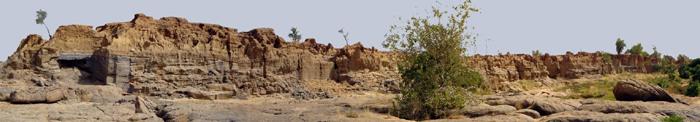 La rive droite du Yamé, juste avant la confluence. Tout à gauche, le site des Varves Ouest. Photo Y. Le Drezen
