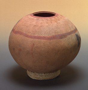 Jarre pour le transport de l'eau, tradition Dogon C (femmes de forgerons). Photographie J.-G. Elia.